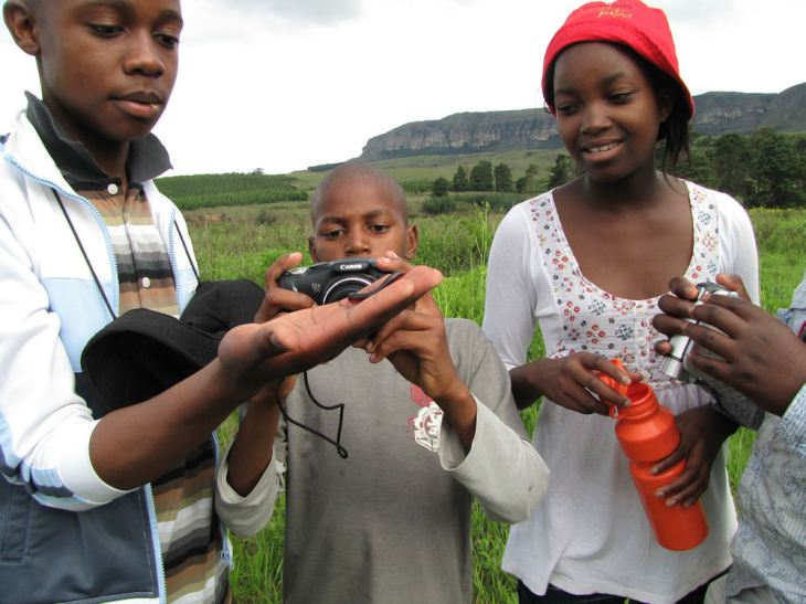 Bulelani, Sihle and Nomfundo with a songololo  RES