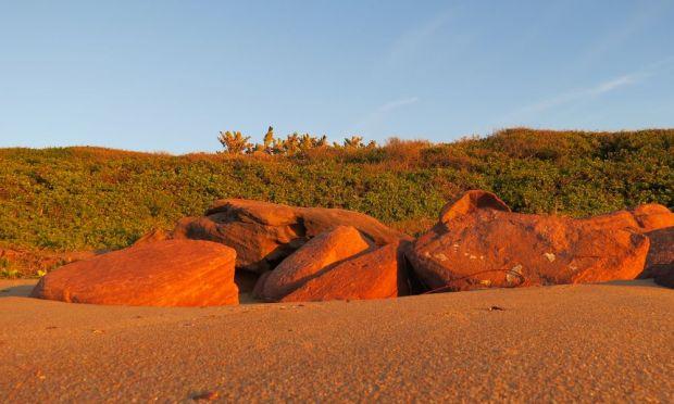 r beach rocks