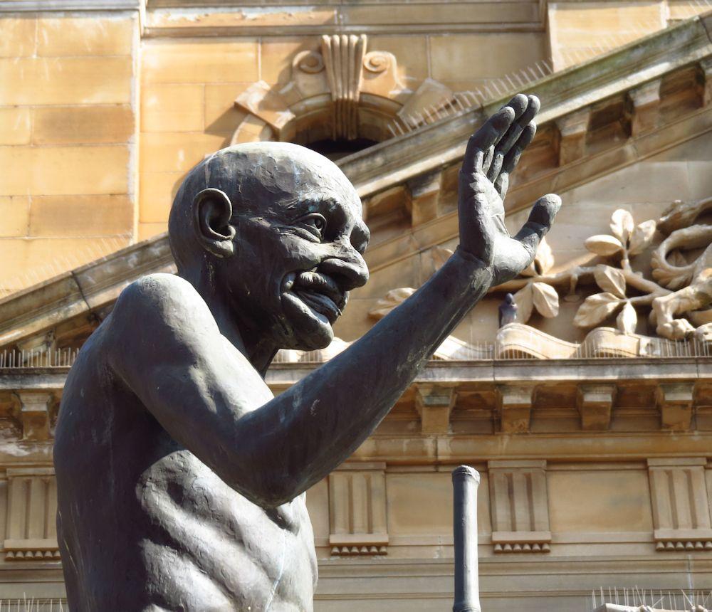 r ghandi statue
