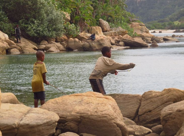 r boys fishing