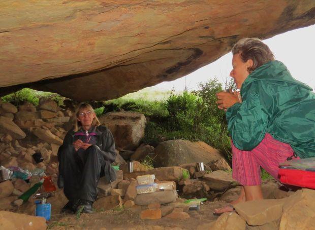 r-cave-women